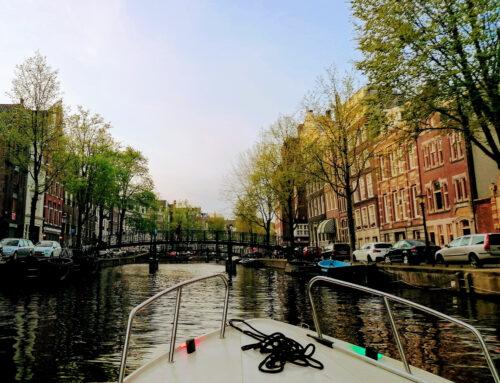 Amsterdam Bootstour mit Snacks
